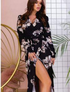 Нарядное черное платье миди на запах с цветами