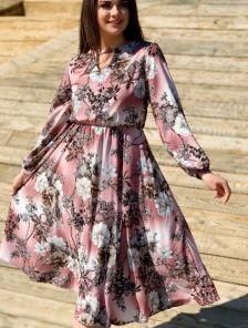 Нарядное светлое платье миди с цветами и рукавом