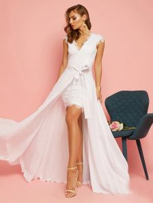 Вечернее белое кружевное платье футляр без рукавов со съемной юбкой