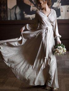 Вечернее золотое блестящее платье в пол на длинный рукав
