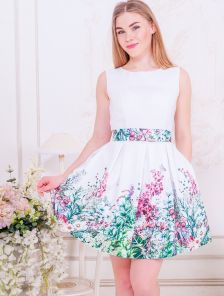 Коктейльное короткое платье с пышной юбкой и цветочным принтом