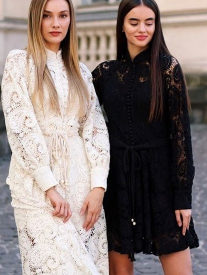 Короткое светлое кружевное платье на длинный рукав, фото 1