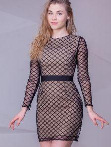 Эффектное короткое платье футляр
