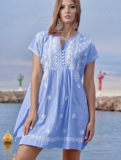 Голубое короткое платье туника в мелкую полоску с вышивкой на короткий рукав, фото 1