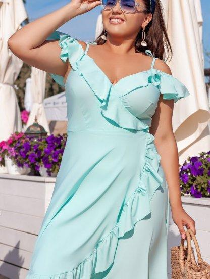 Легкое нарядное платье миди на запах с рюшами