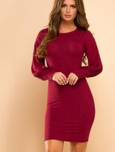 Короткое силуэтное платье на длинный рукав
