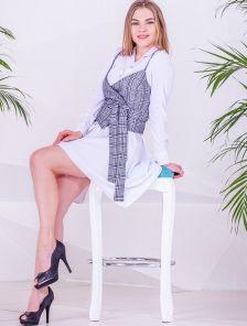 Летнее короткое белое платье рубашка с асимметрией на длинный рукав