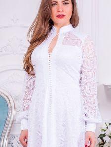 Короткое белое нарядное кружевное платье на длинный рукав