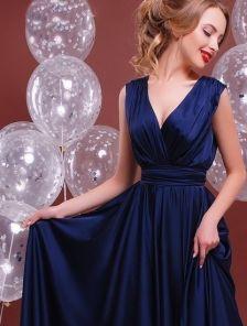 Синее длинное шелковое вечернее платье с пышной юбкой