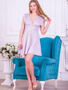 Блестящее короткое платье с завышенной талией без рукава