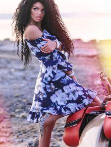 Короткое летнее платье с открытими плечами