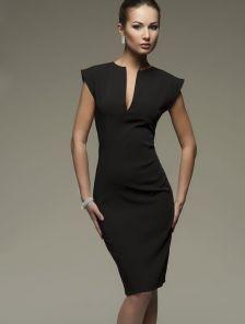 Черное маленькое черное платье-футляр с V-образным вырезом