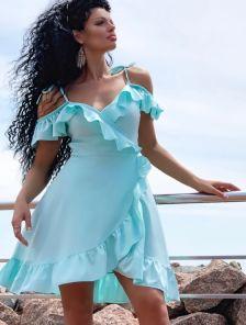 Короткое летнее платье на запах с брителями и волнами