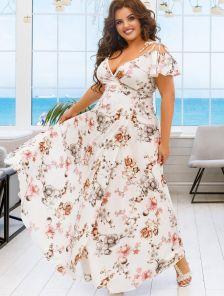 Длинное летнее светлое платье на бретелях и с цветами