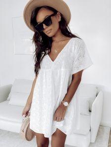 Короткое белое хлопковое платье на лето под кеды