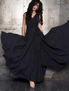 Вечернее черное шелковое платье в пол с разрезом