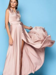 Нарядное шелковое бежевое платье с V образным вырезом