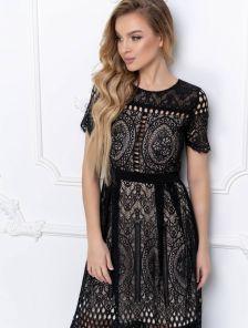 Короткое кружевное платье большого размера