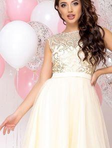 Красивое выпускное короткое светлое платье с пишной юбкой