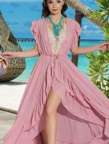 Шифоновая светлая розовая длинная туника на море