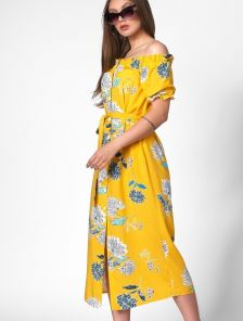 Желтое платье на пуговицах с открытыми плечами и принтом