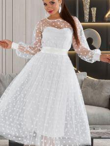 Белое нарядное платье миди длины