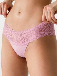 Розовые женские гладенькие трусы стринги с кружевом