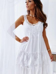 Белое хлопковое короткое платье с вставками кружева
