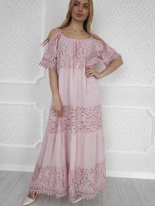 Светлое длинное розовое платье c кружевом