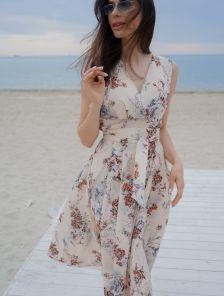 Бежевое короткое платье с цветочным принтом большого размера