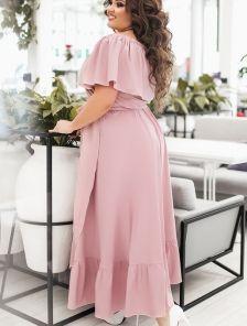 Легкое длинное платье с воланом и оборкой цвета пудры