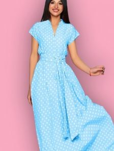 Длинное голубое платье в горох на короткий рукав