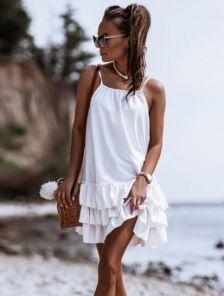 Платья свободного кроя белого цвета на бретельках по низу оборки
