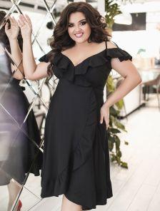 Черное летнее платье миди на бретелях на запах