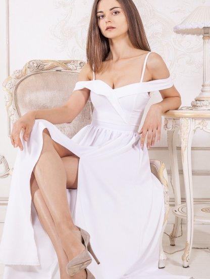 Нарядное белое платье с запахом и открытыми плечами, фото 1