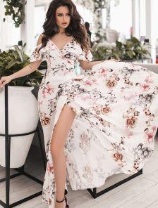 Длинное летнее белое платье на бретелях на запах с цветами