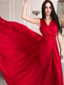 Вечернее красное шелковое платье в пол с разрезом