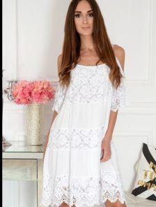 Белое короткое хлопковое платье свободного кроя с кружевом