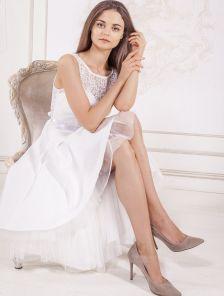 Нарядное белое платье с ассиметрией