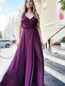 Нарядное вечернее малиновое длинное платье из шелка на бретелях