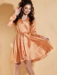 Нарядное шелковое золотое платье на запах с рукавом