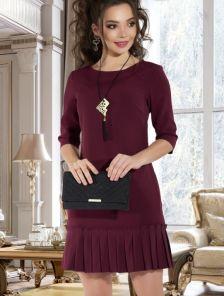 Бордовое короткое платье с карманами и юбкой плиссе