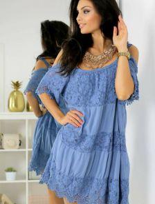 Голубое короткое хлопковое платье свободного кроя с кружевом