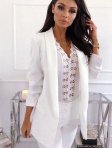 Стильный белый женский удлиненный пиджак с карманами