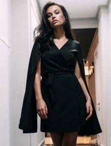 Черное стильное короткое платье пиджак на длинный рукав