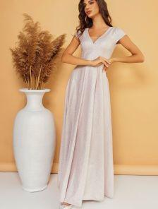 Светлое длинное блестящее вечернее платье на короткий рукав