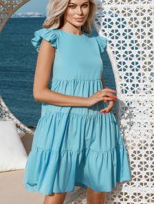 Короткое легкое голубое платье с рюшами на лето