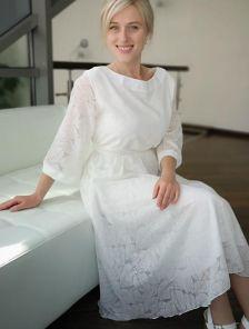 Белое нарядное платье миди с рукавом 3/4 на роспись