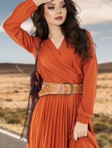Легкое платье миди длины с юбкой гофре под пояс