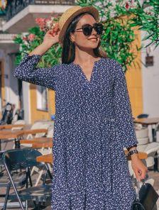Короткое свободное синее платье с принтом на длинный рукав